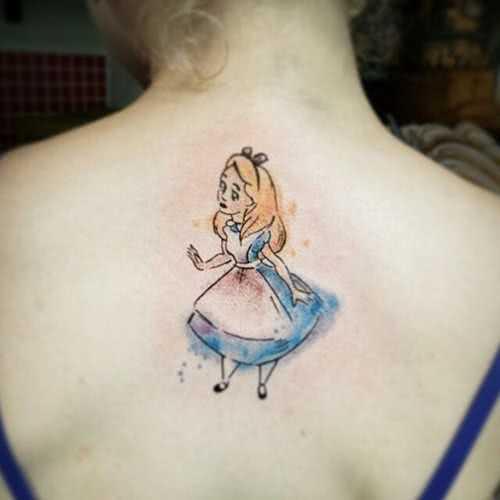Alice im Wunderland Rücken Tattoo
