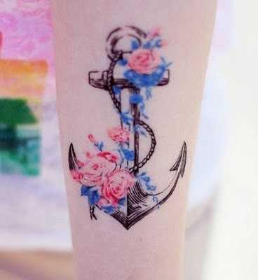 Anker mit blauen und roten Blumen