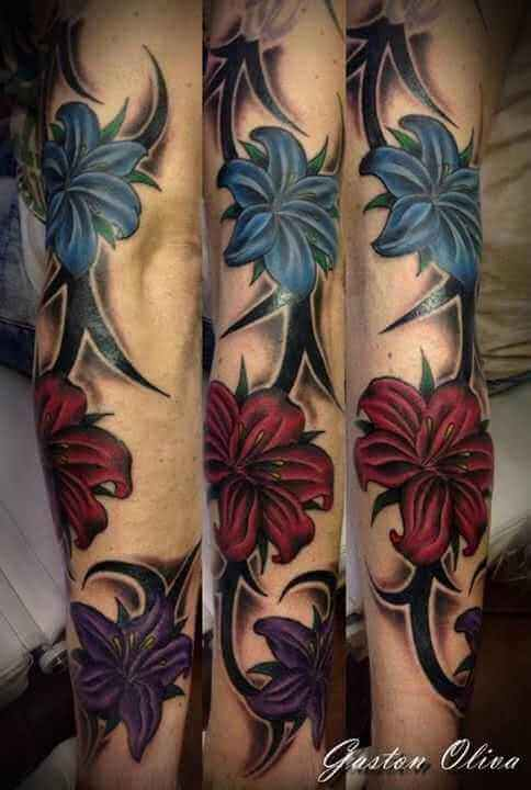Arm Tattoo drei Orchideen mit Tribal
