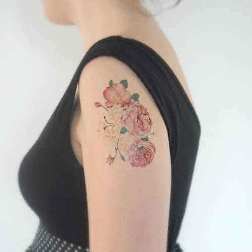 Arm-Tattoo Pfingstrosen