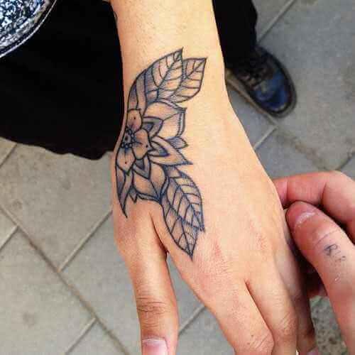 Blumen Hand-Tattoo