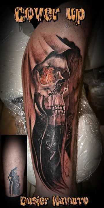 Cover up Arm Totenkopf mit Umhang
