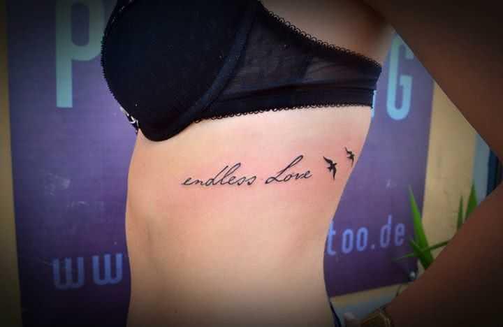 endless Love-Schriftzug mit zwei Vögeln