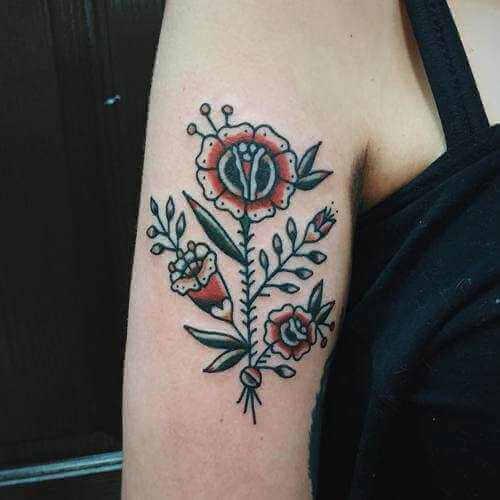 Blumen auf dem Oberarm