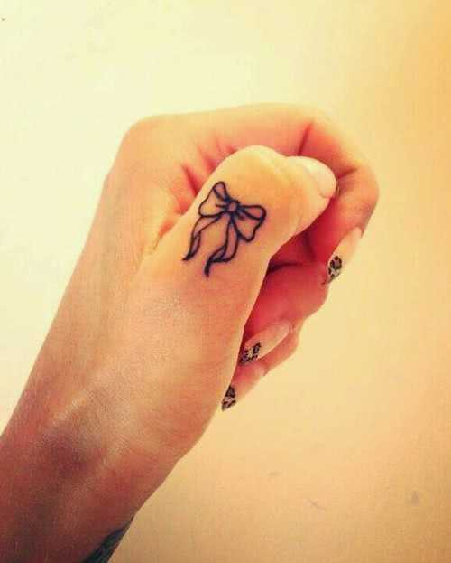 Hand Tattoo Schleife