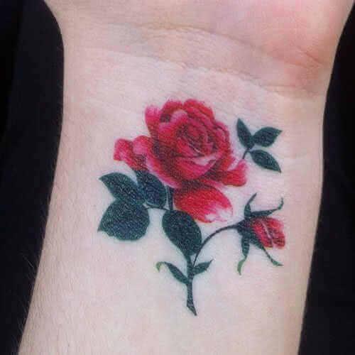 kleine rote Rose Handgelenk