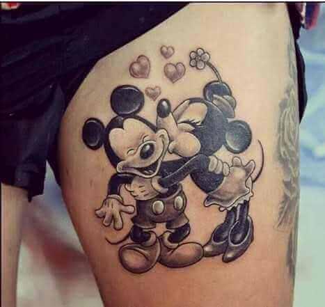 Mickey und Minniemaus küssend
