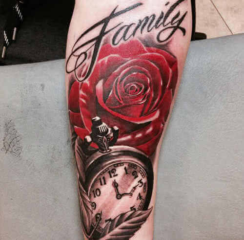 Rose mit einer Uhr und Schrift