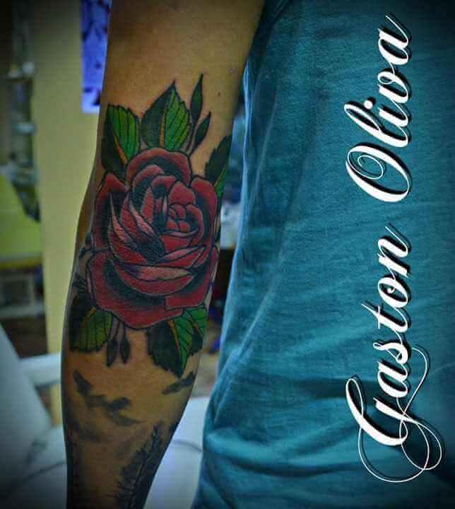 rote Rose Arm Tattoo