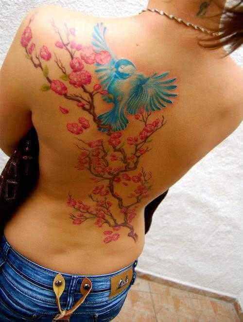 Rücken-Tattoo Ast mit Vogel