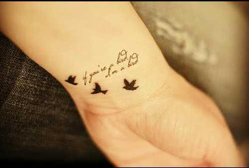 Schriftzug mit Vögeln
