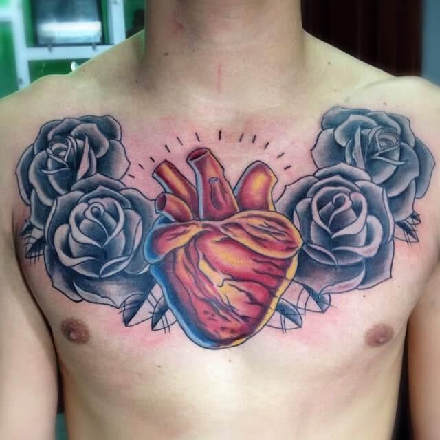 Anatomisches Herz mit Rosen