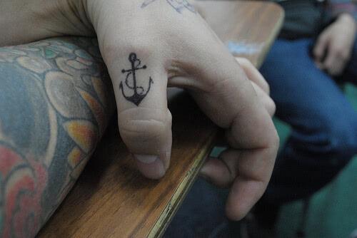 Anker am Finger