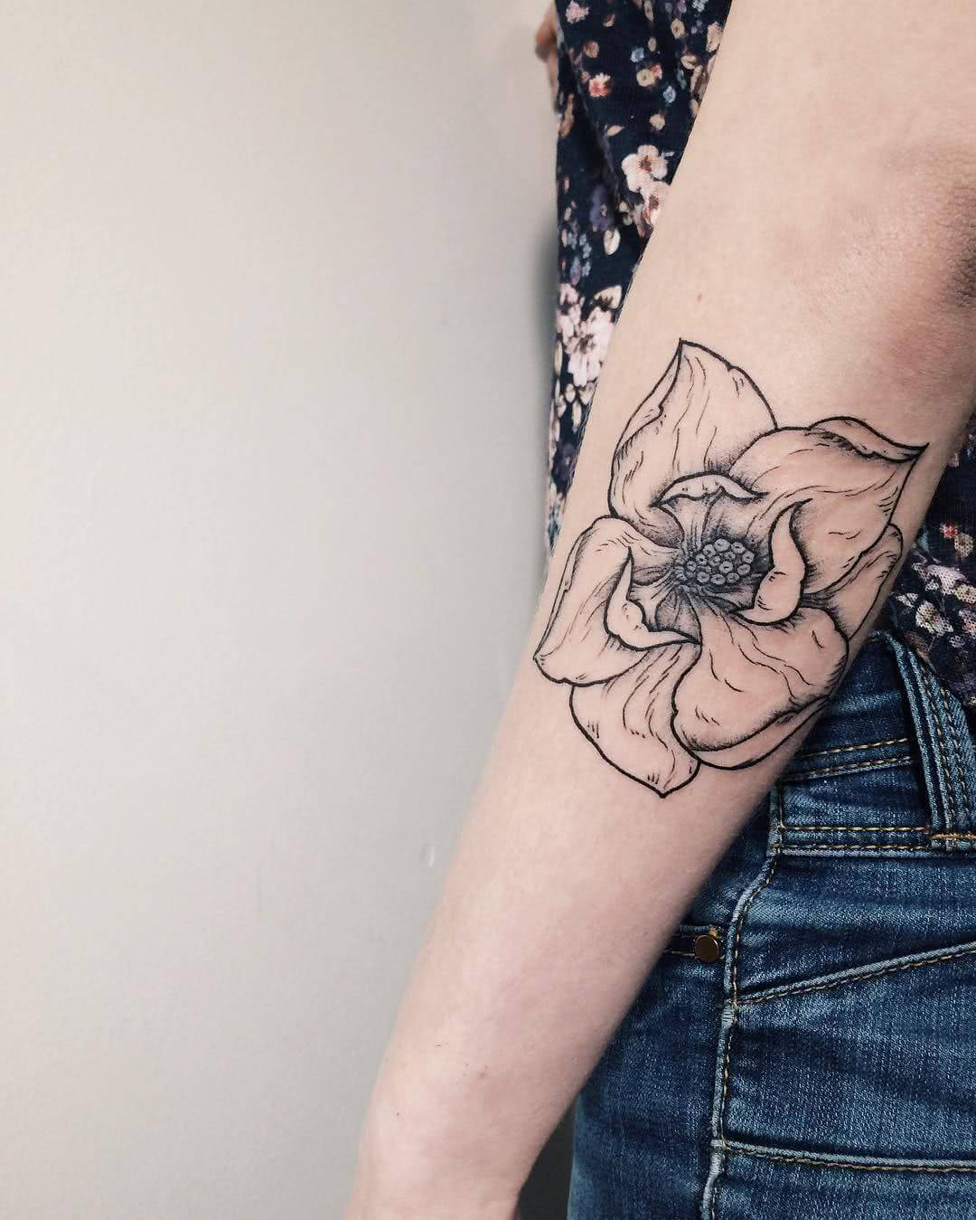 Aufblühende Blüte Lineart