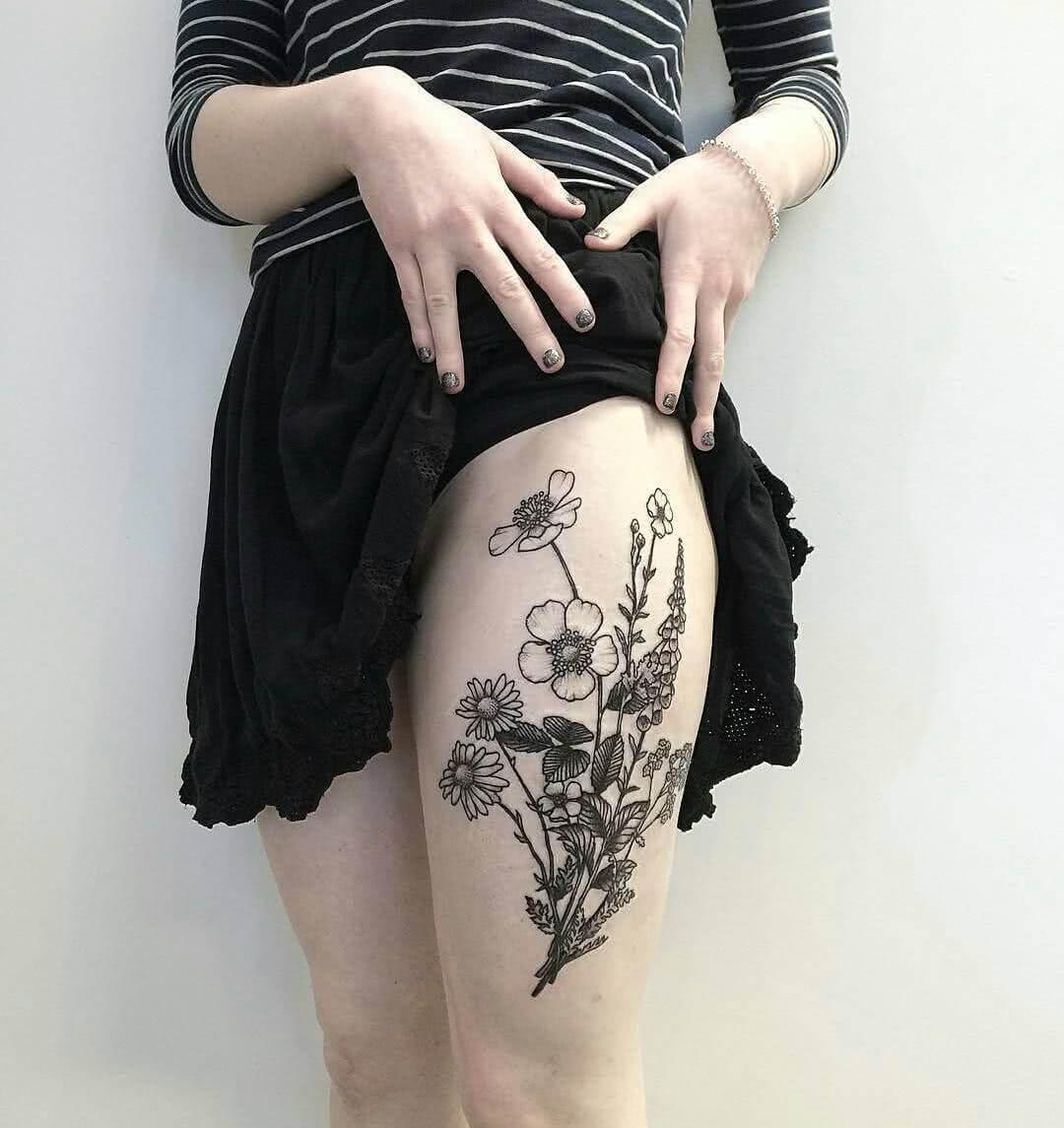 Blumen auf dem Oberschenkel