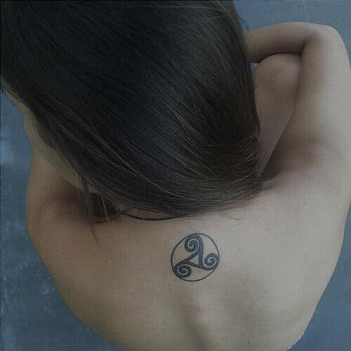 Celtic Triskele Rücken