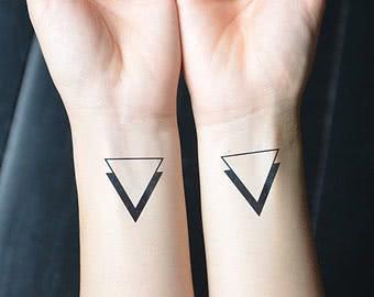Dreiecke auf dem Handgelenk