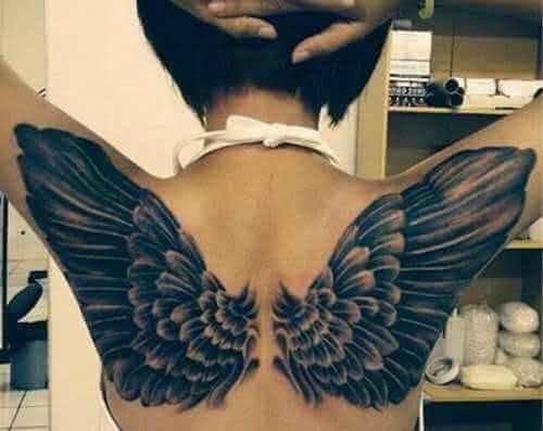 Engelsflügel auf der Schulter