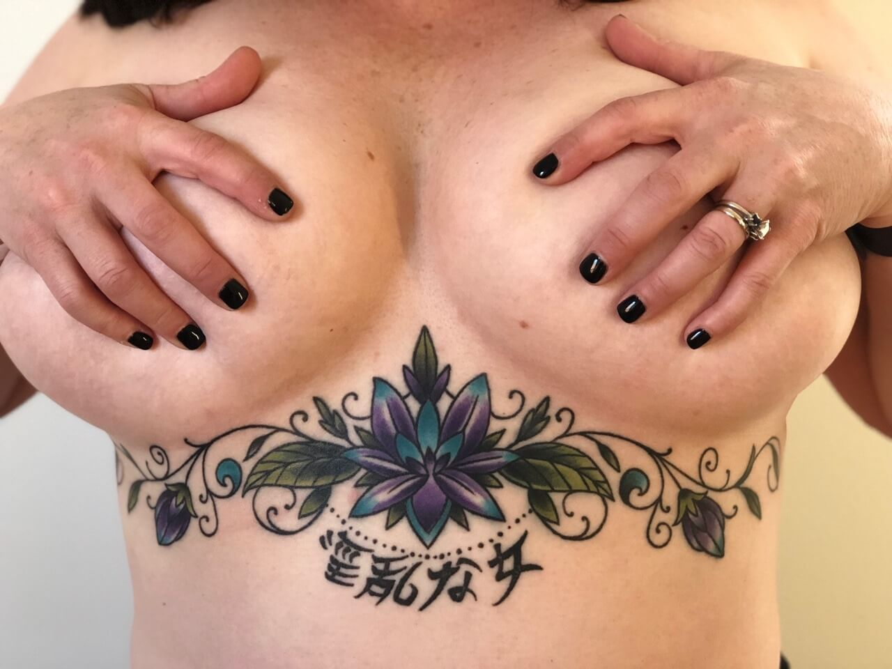 Tattoo florales Underboob Tattoo
