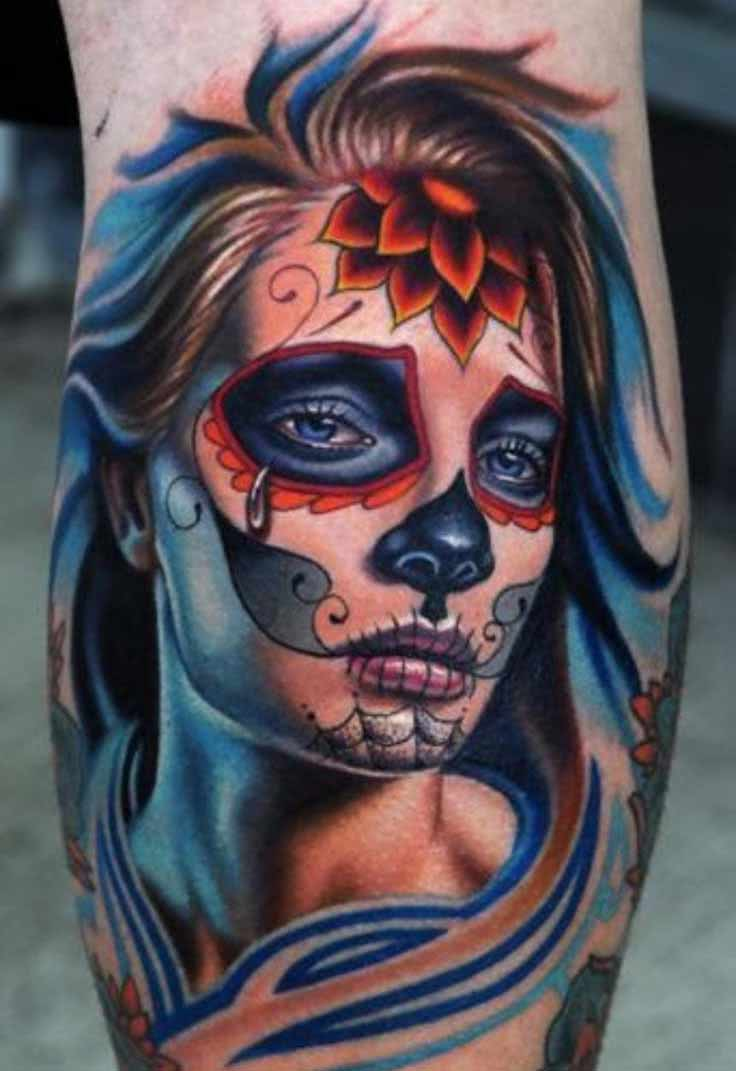 Tattoo Frau mit Dead Skull Verzierung