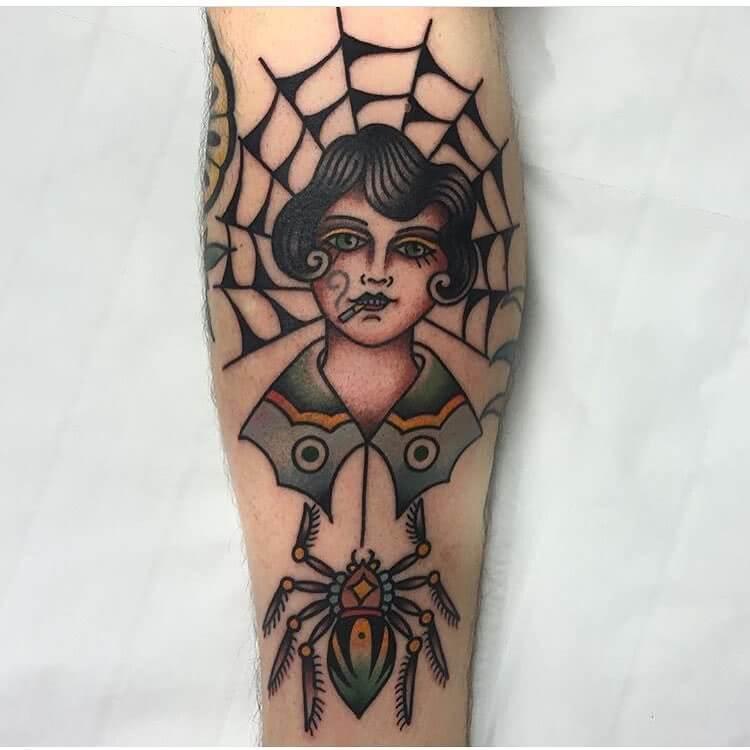 Frau mit Spinnennetz und Spinne