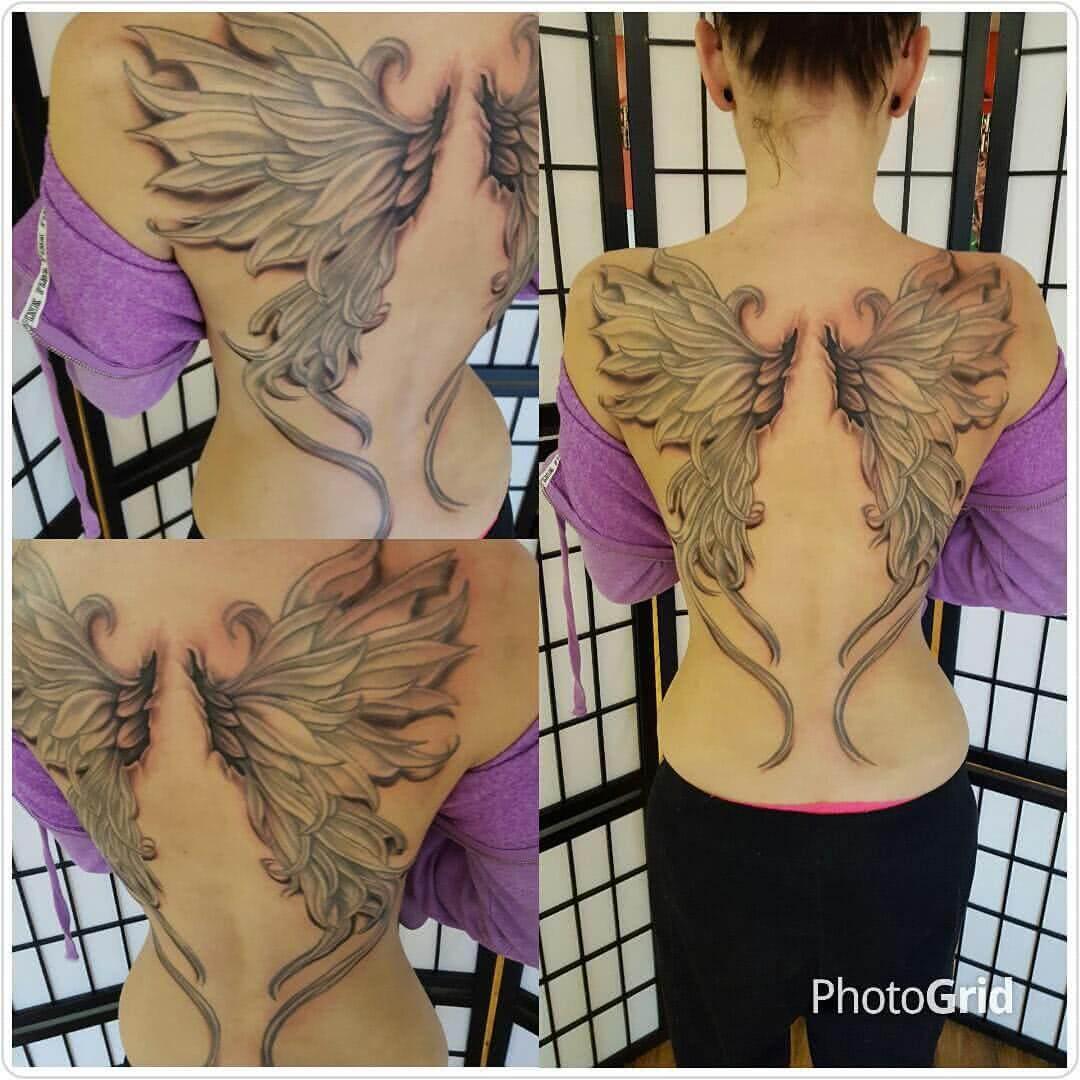Große Flügel auf dem Rücken