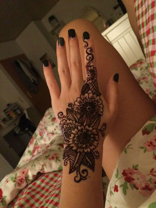 Henna Blumen Tattoo