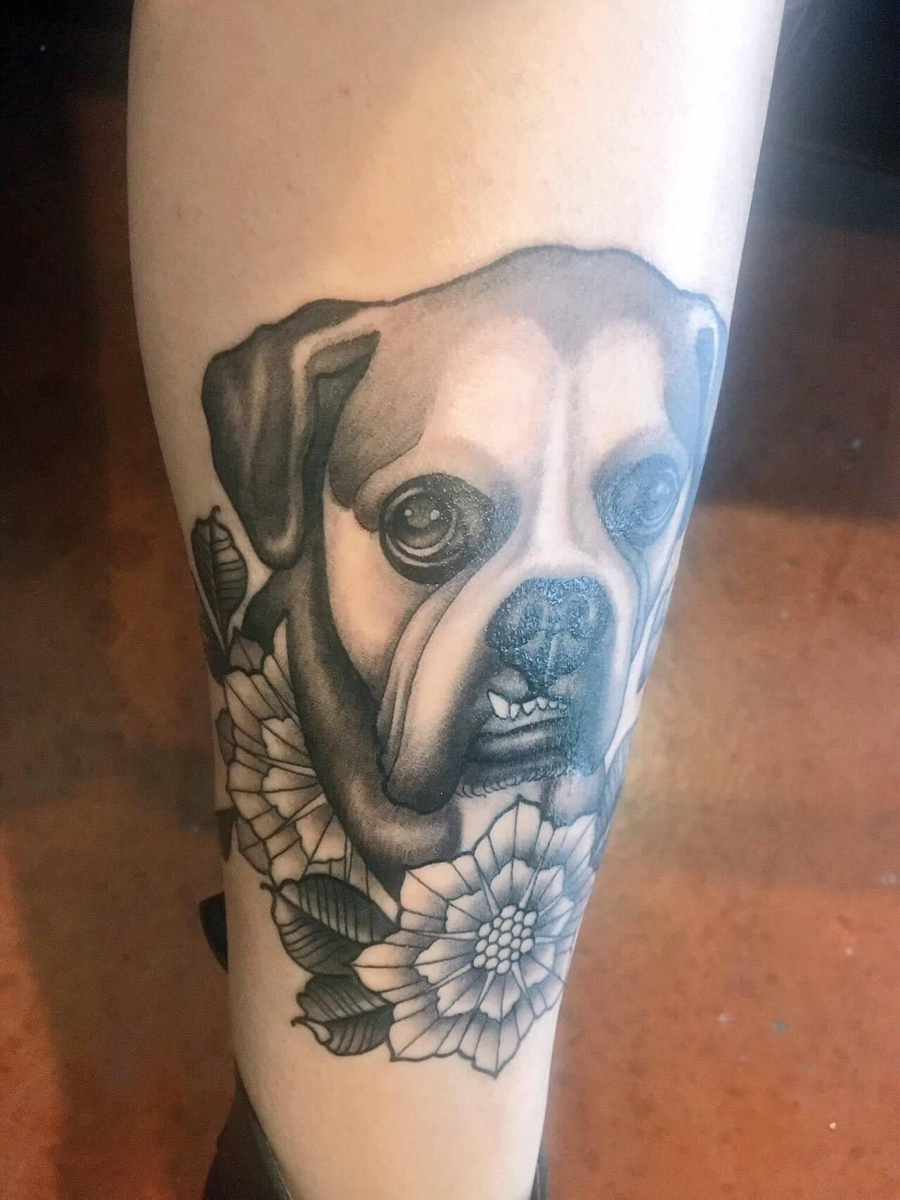 Hund mit Blumen