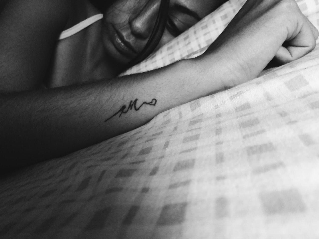 Tattoo Initialen auf dem Unterarm