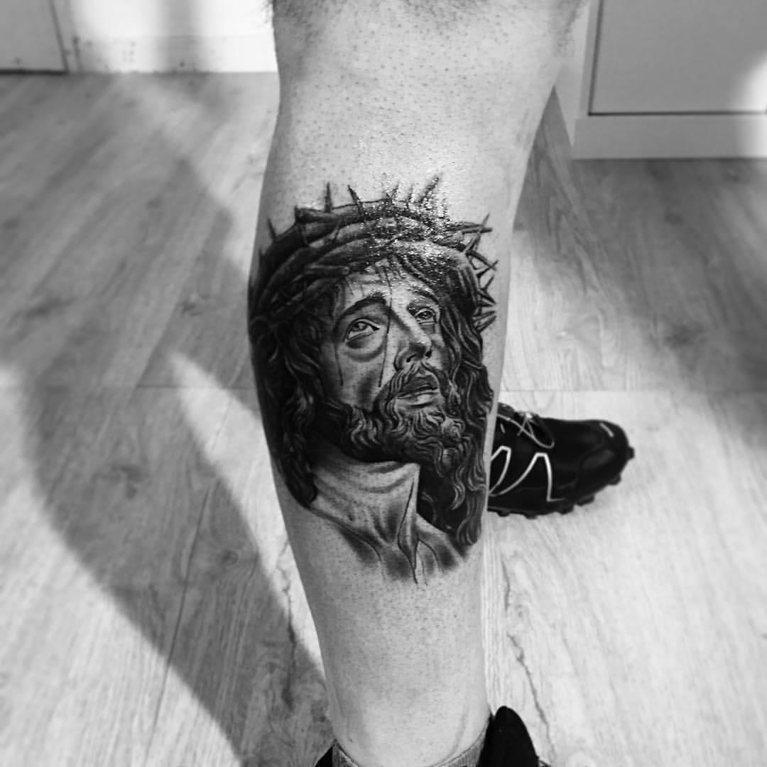 Tattoo Jesus Christus auf dem Bein