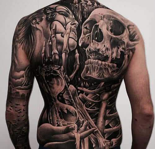 Kompletter Rücken tätowiert