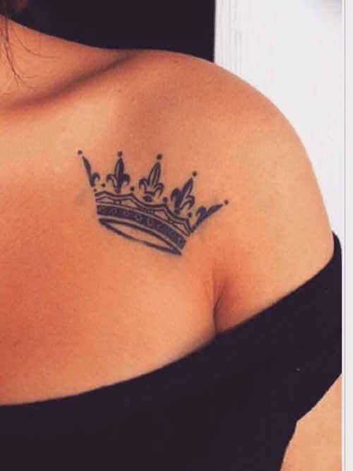 Krone über der Brust