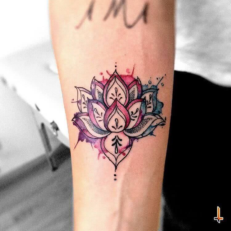 Mandala Blume mit Wasserfarbe