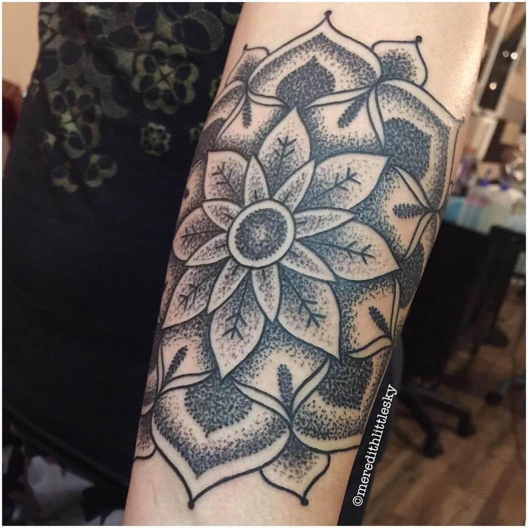 Tattoo Mandala Dotwork Blume
