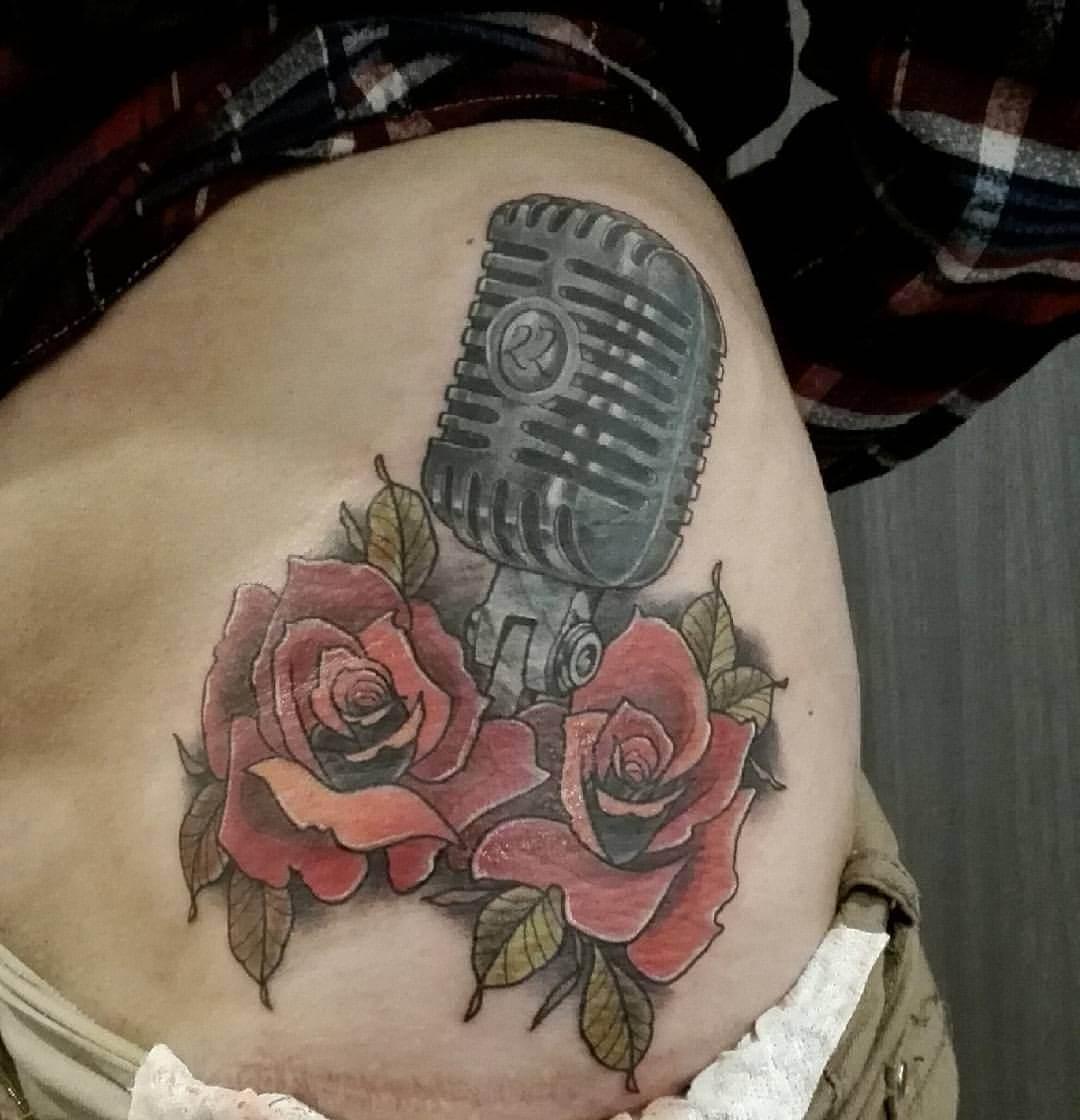 Mikrofon mit Rosen