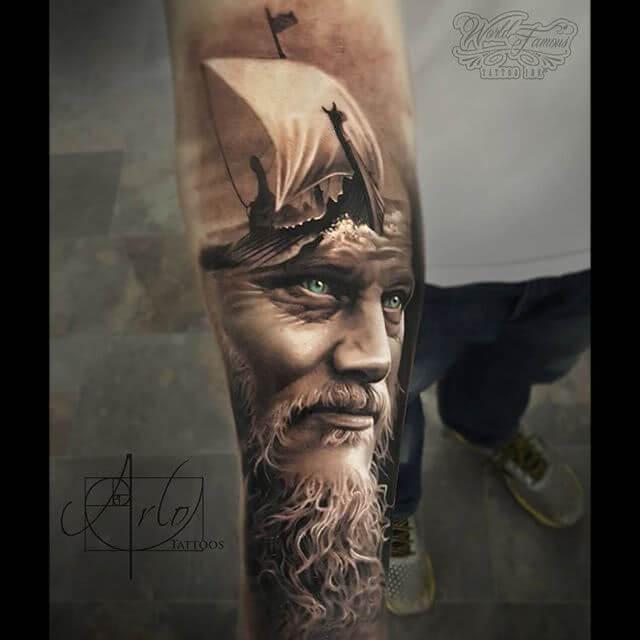 Tattoo Realistischer Wikinger und Drachenboot