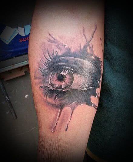 Tattoo Realistisches Auge mit Tränen