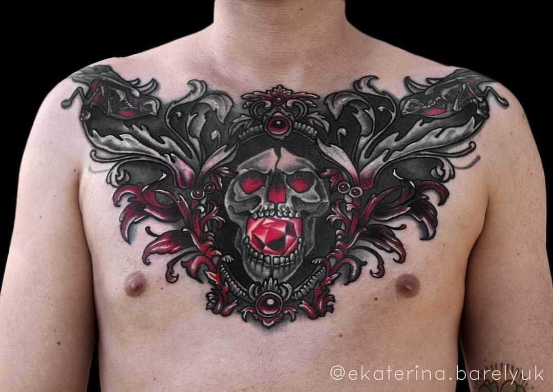 Totenkopf auf Brust Chestpiece