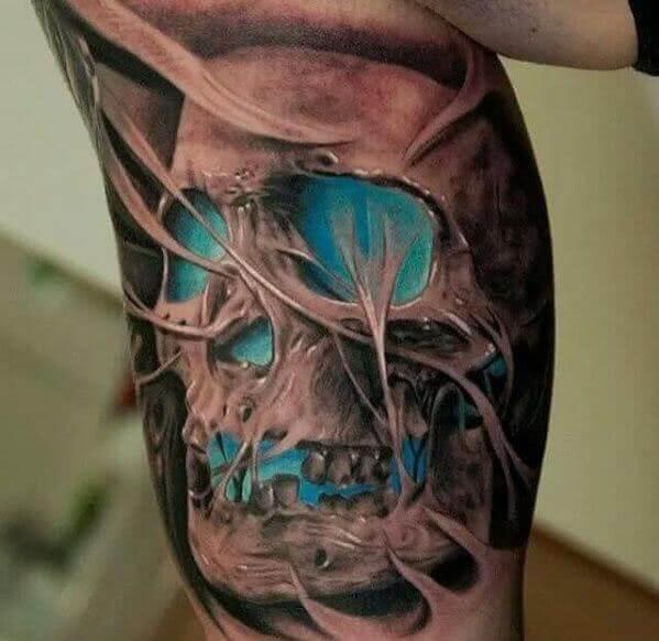 Totenschädel auf dem Arm