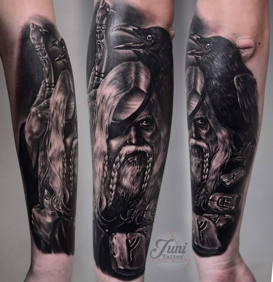 Tattoo Unterarm Odin Hugin und Munin