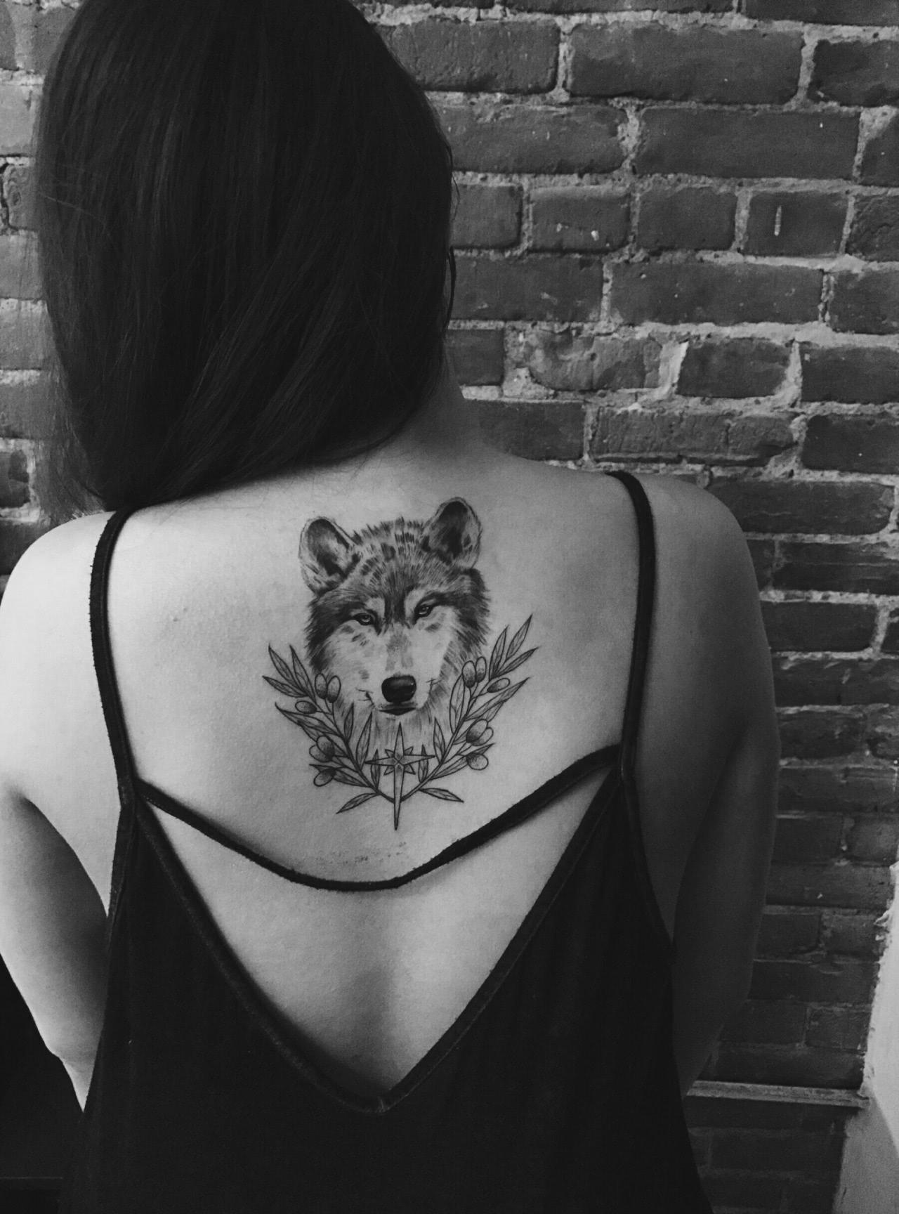 Wolf auf dem Rücken