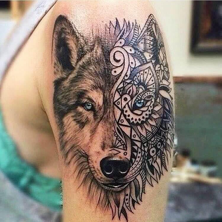 Wolf Kopf Oberarm